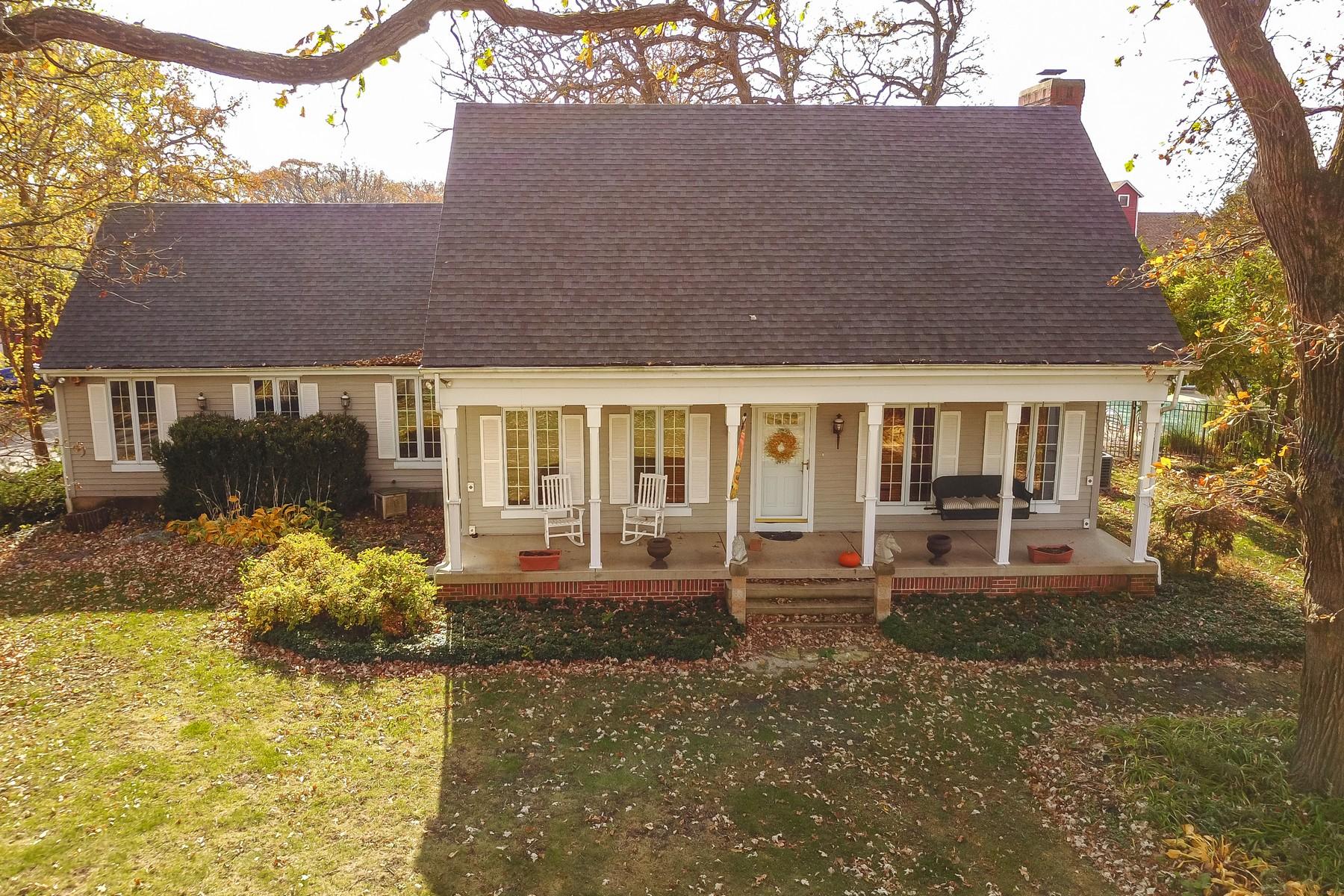 Maison unifamiliale pour l Vente à Turnkey Exquisite Equestrian Estate 41W419 Plato Road Elgin, Illinois, 60124 États-Unis