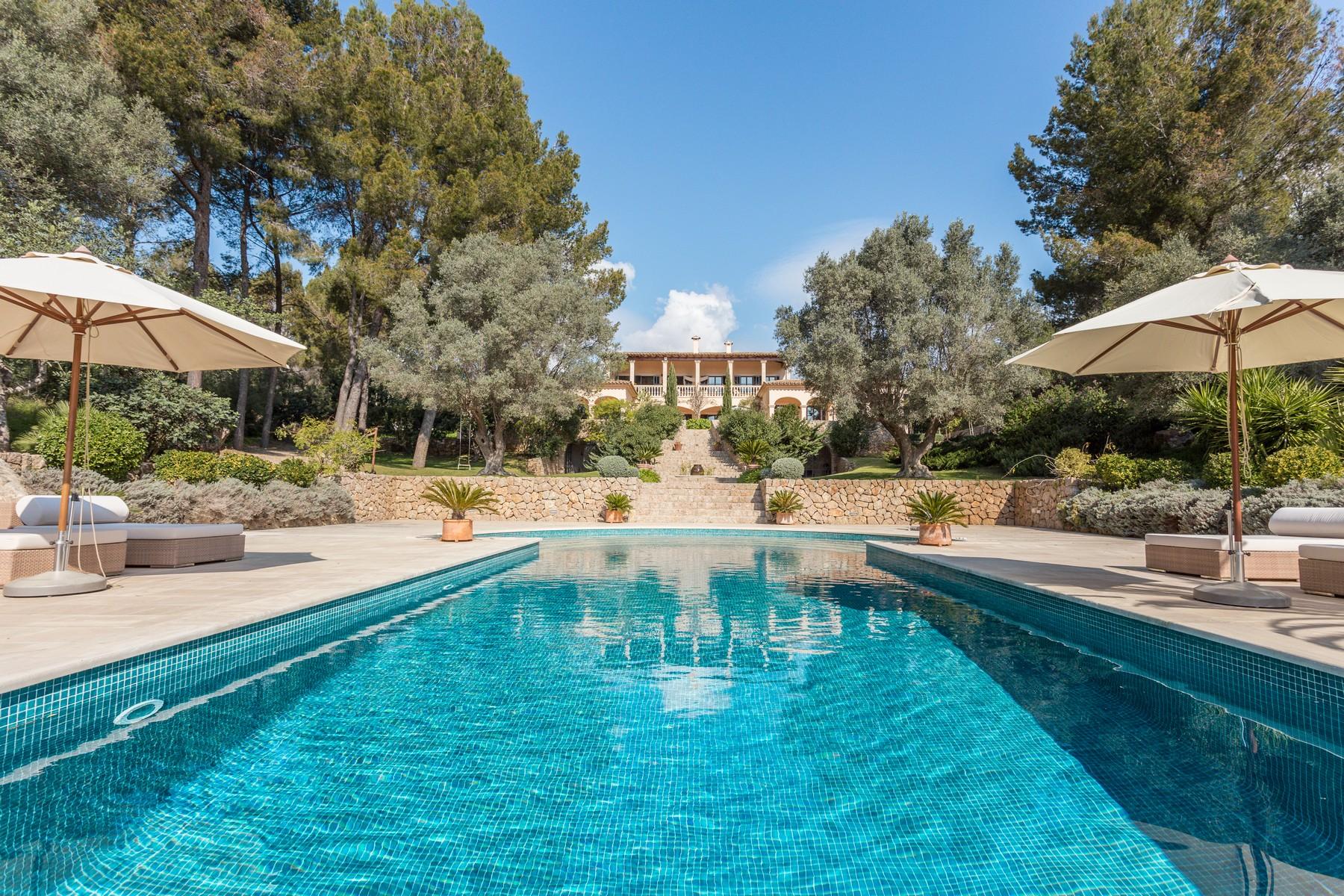 Casa Multifamiliar por un Venta en Elegance and character in peaceful Esporlas Esporles, Mallorca, 07190 España