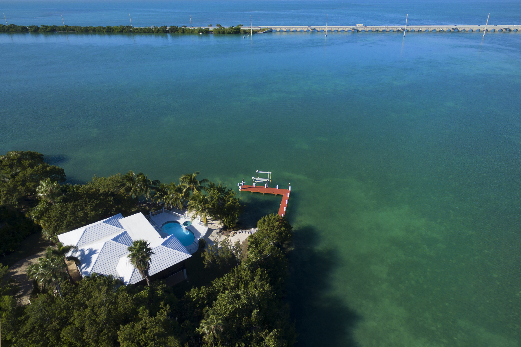 Maison unifamiliale pour l Vente à Sweeping Water Views 437 Harbour Drive Duck Key, Florida 33050 États-Unis