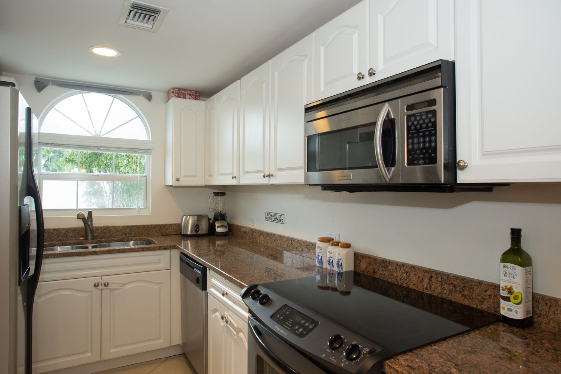 Additional photo for property listing at Windsor Village #17 Windor Village #17 South Church Street South Sound,  KY1 Cayman Islands