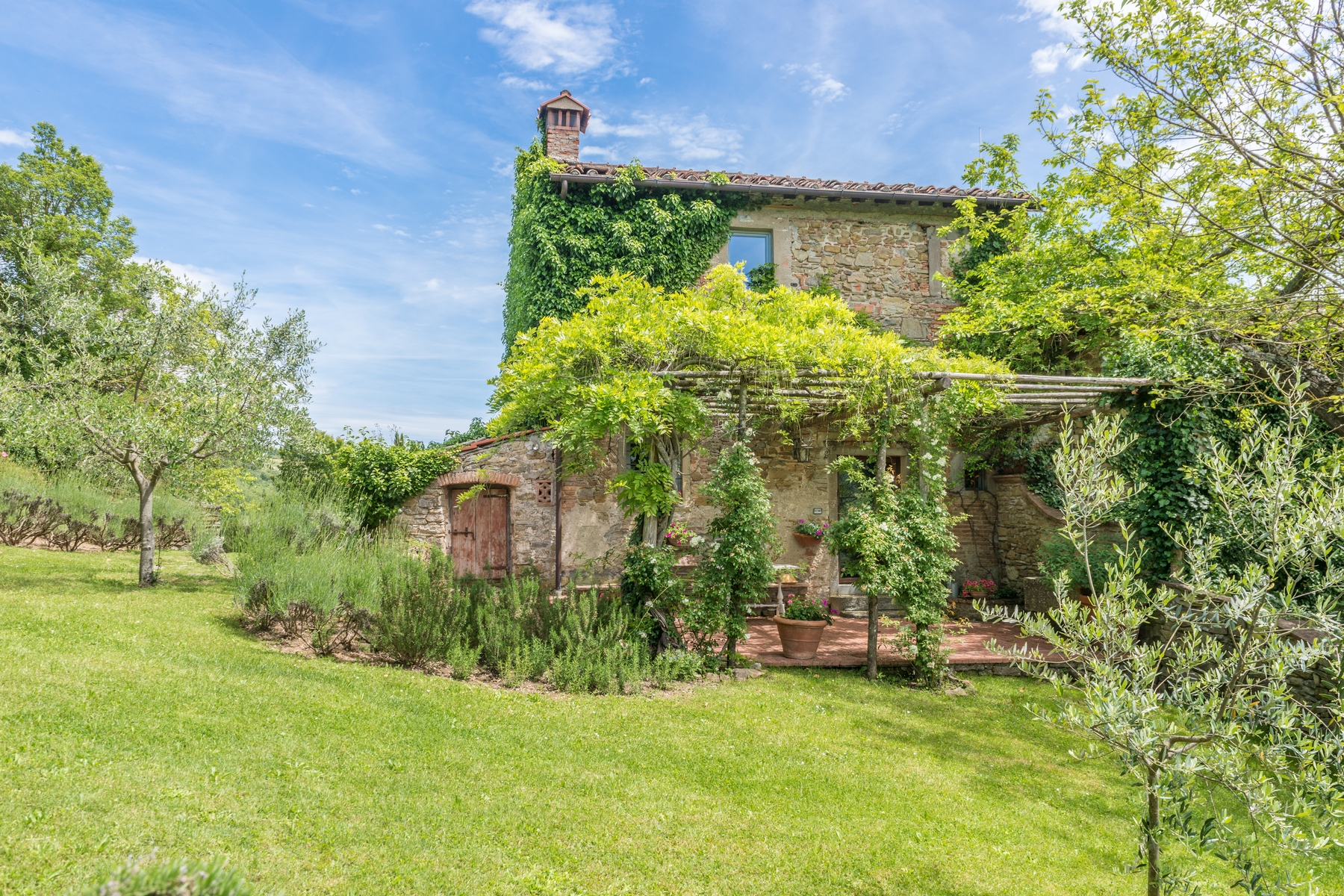 Vivienda unifamiliar por un Venta en Beautiful renovated farmhouse with outbuildings Via Carniano Barberino Di Mugello, Florence 50031 Italia