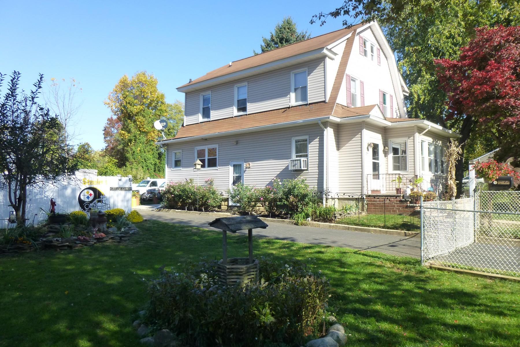 Villa per Vendita alle ore Opportunity Knocks 29 Cherry St Tinton Falls, New Jersey, 07724 Stati Uniti