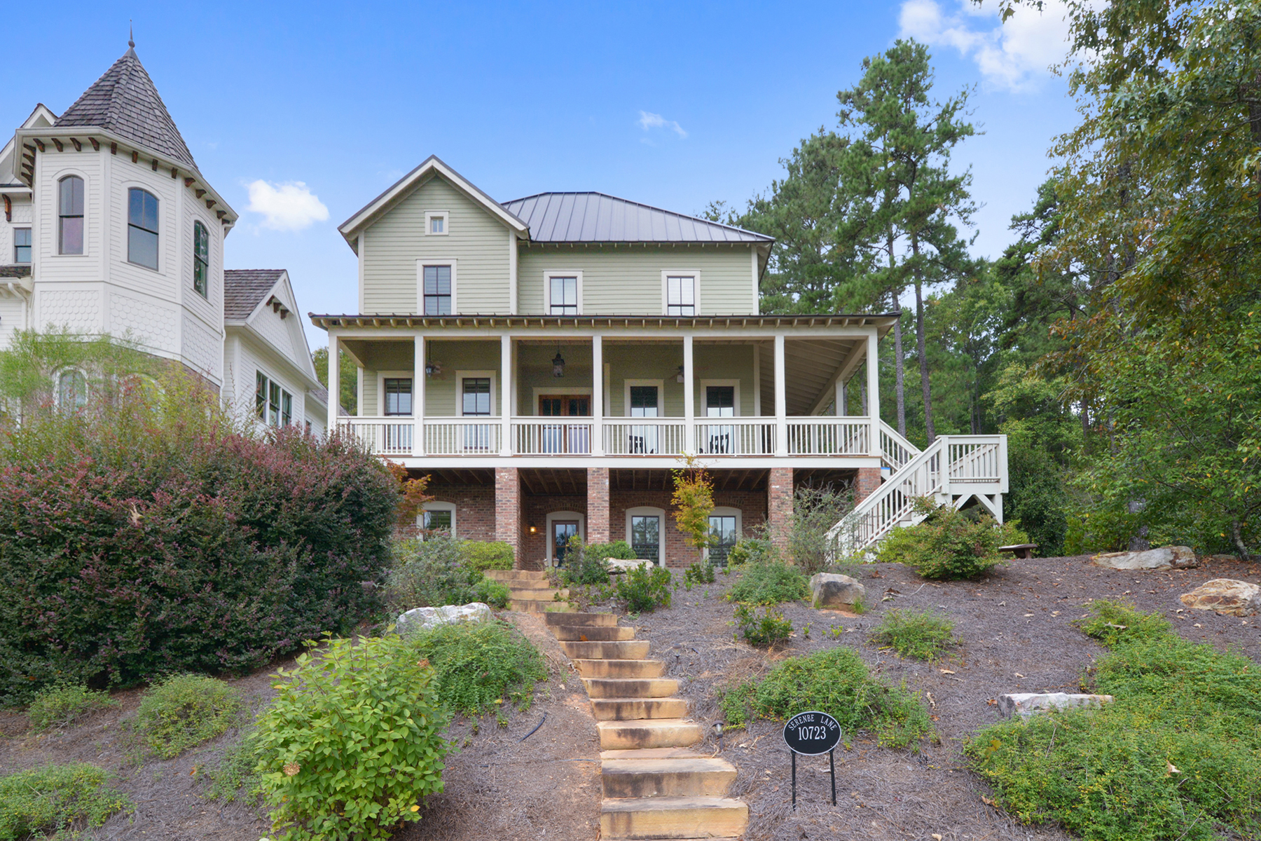 Additional photo for property listing at Upscale Serenbe Farmhouse-Style Home 10723 Serenbe Lane Chattahoochee Hills, Georgië 30268 Verenigde Staten