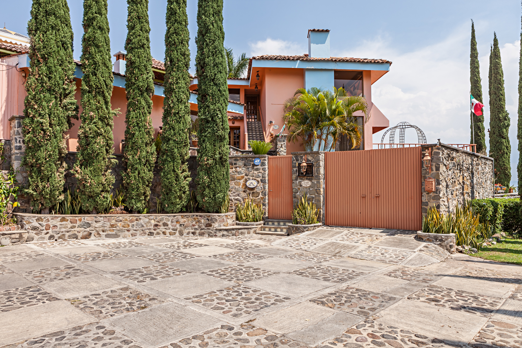 Additional photo for property listing at Villa Alta Mar Chulavista, Chapala - Ajijic Privada de las Peñas 8 Chula vista Country Club Ajijic, Jalisco 45920 Mexico