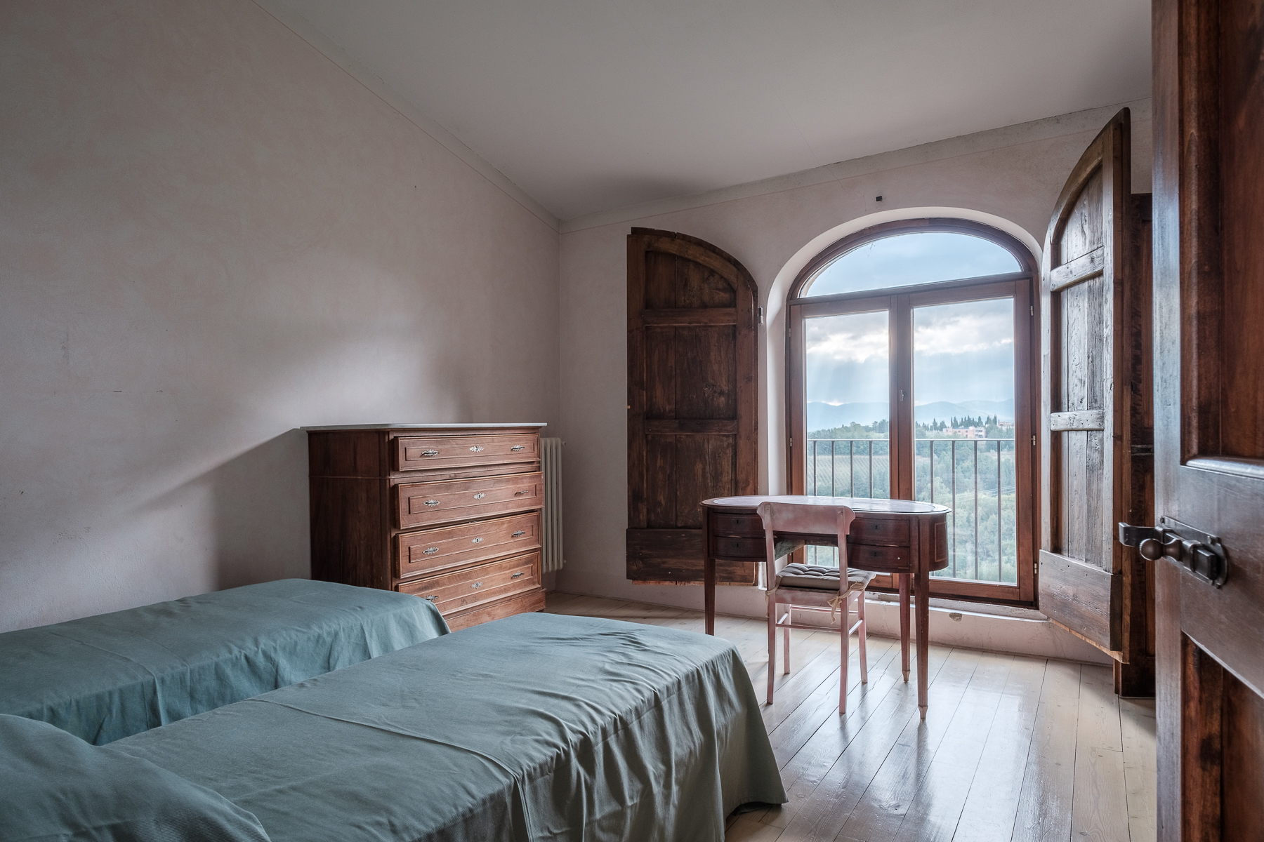 Additional photo for property listing at Splendid apartment in villa Via Gentilino San Casciano In Val Di Pesa, Florence 50026 Italy