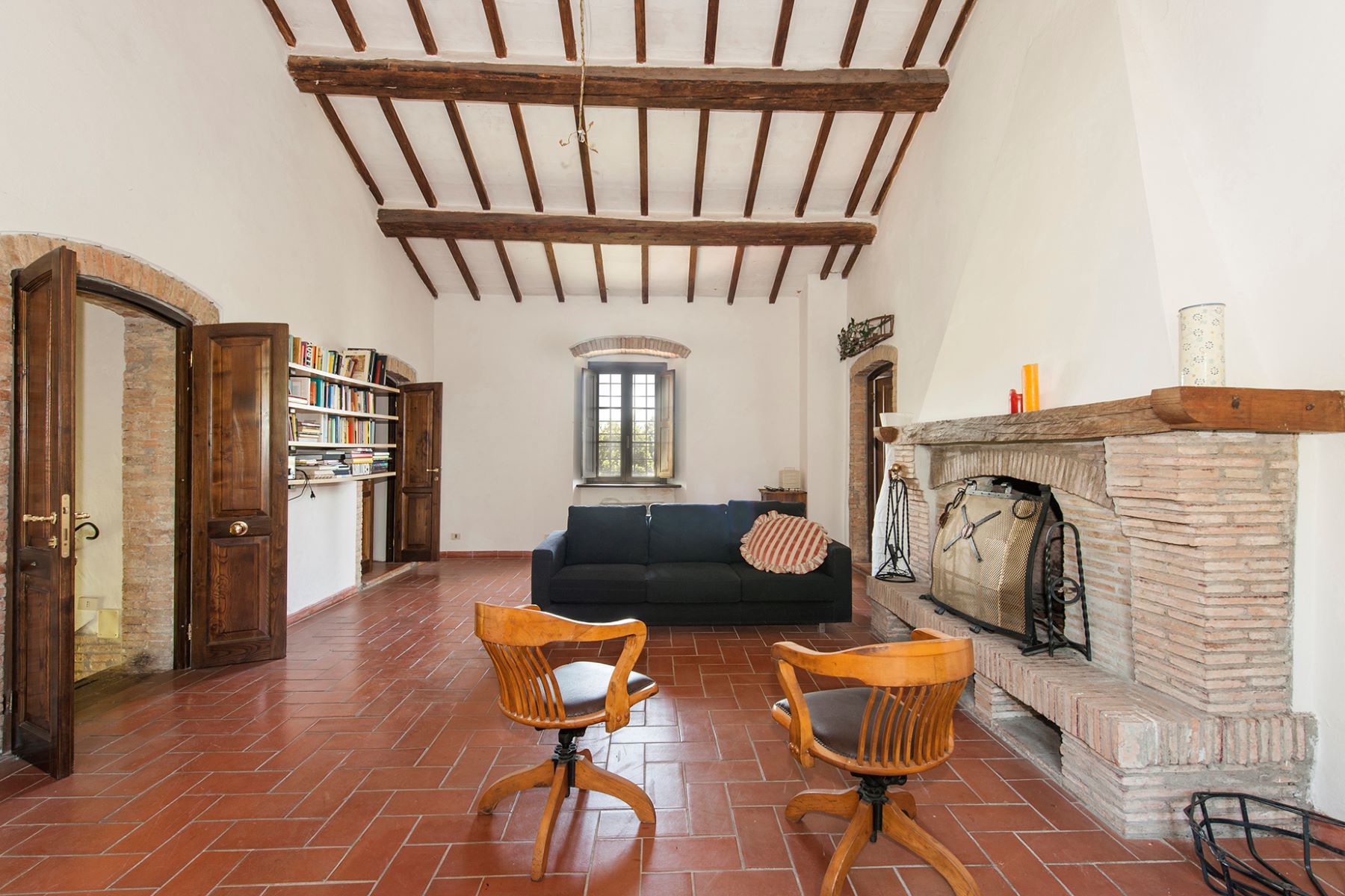 Additional photo for property listing at Panoramic farmhouse with a large agricultural estate Roccalbegna, Grosseto Italie
