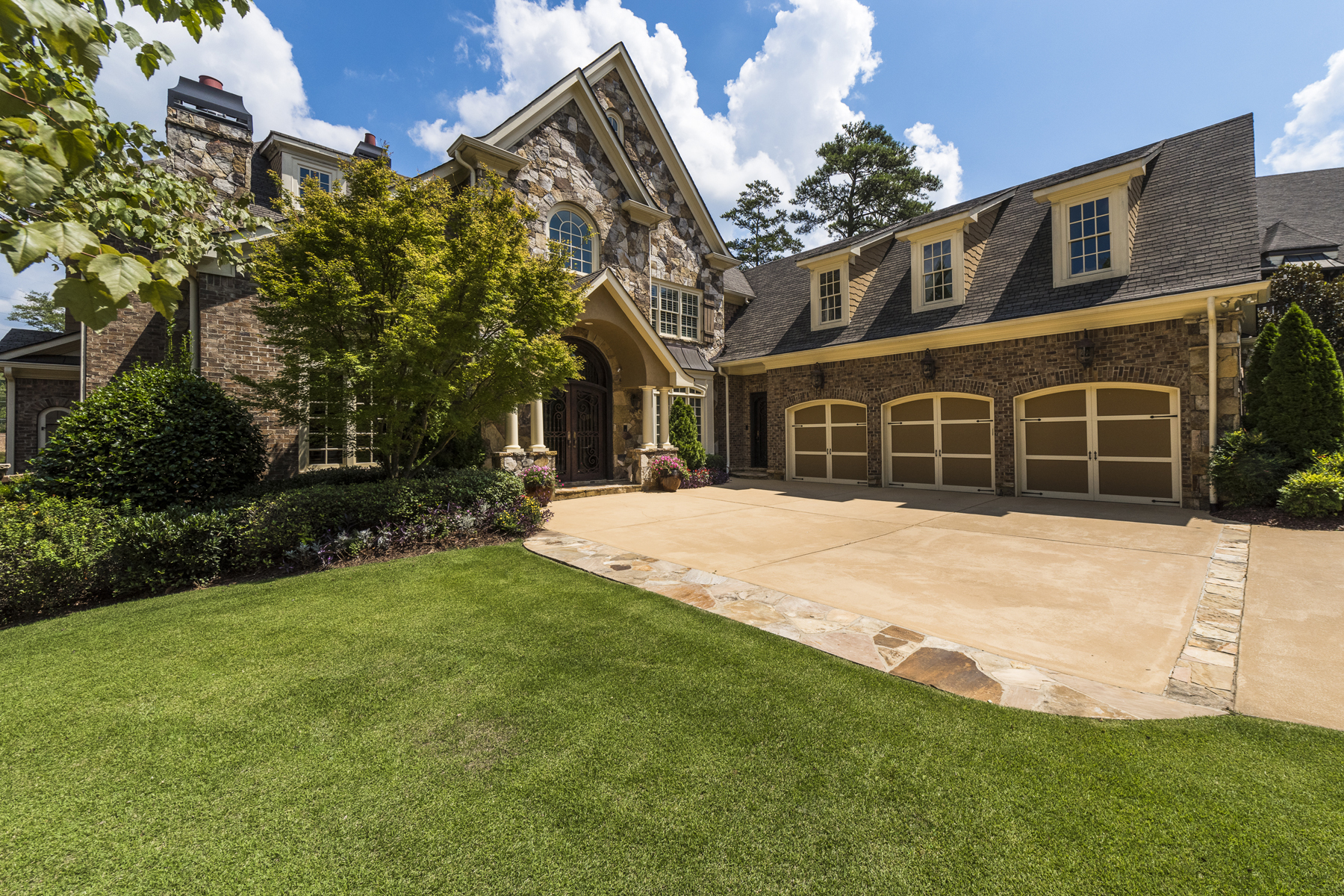一戸建て のために 売買 アット Exquisite East Cobb Estate 5115 Greythorne Lane Marietta, ジョージア, 30068 アメリカ合衆国