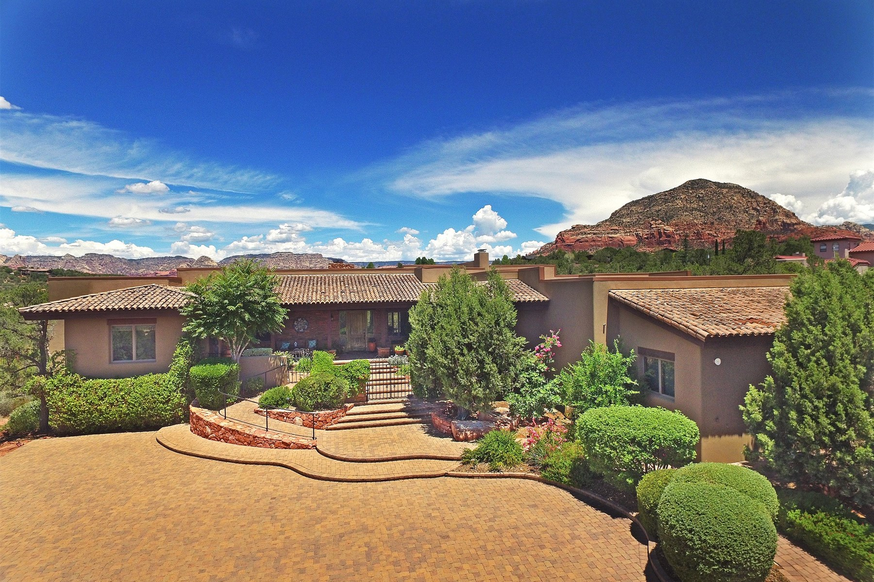 Casa Unifamiliar por un Venta en Gorgeous custom-designed luxury home 41 E Dove Wing Drive Sedona, Arizona 86336 Estados Unidos