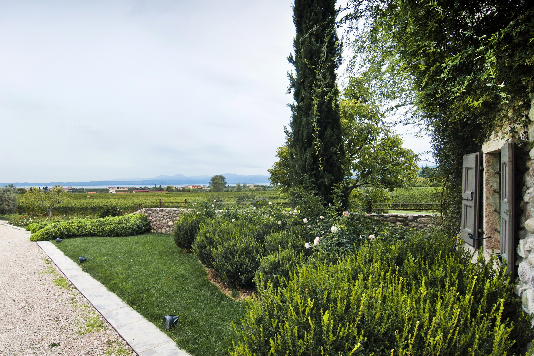 Additional photo for property listing at Wonderful property overlooking Lake Garda Bardolino Bardolino, Verona 37011 Italia