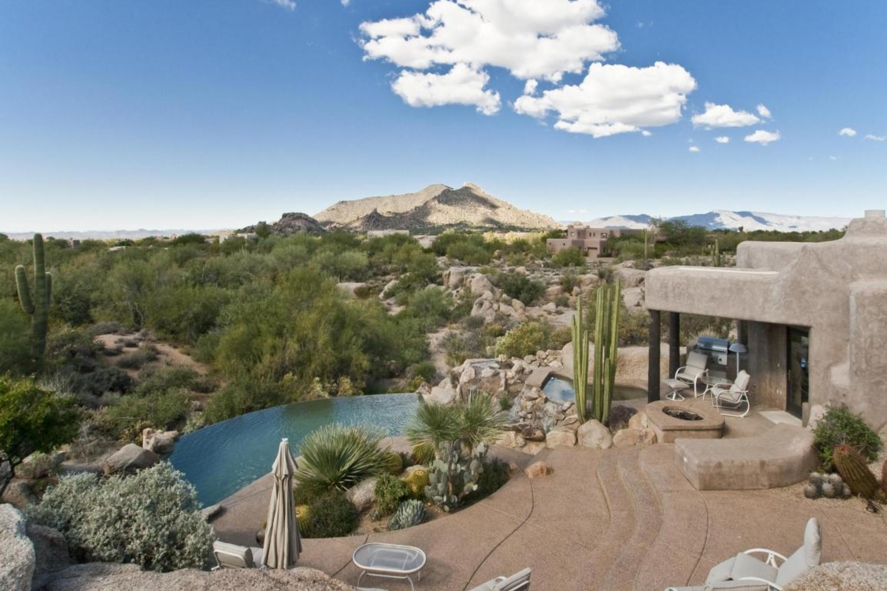 獨棟家庭住宅 為 出租 在 Adobe Style home with sweeping views 34394 N IRONWOOD RD MCMAHON, Scottsdale, 亞利桑那州, 85266 美國
