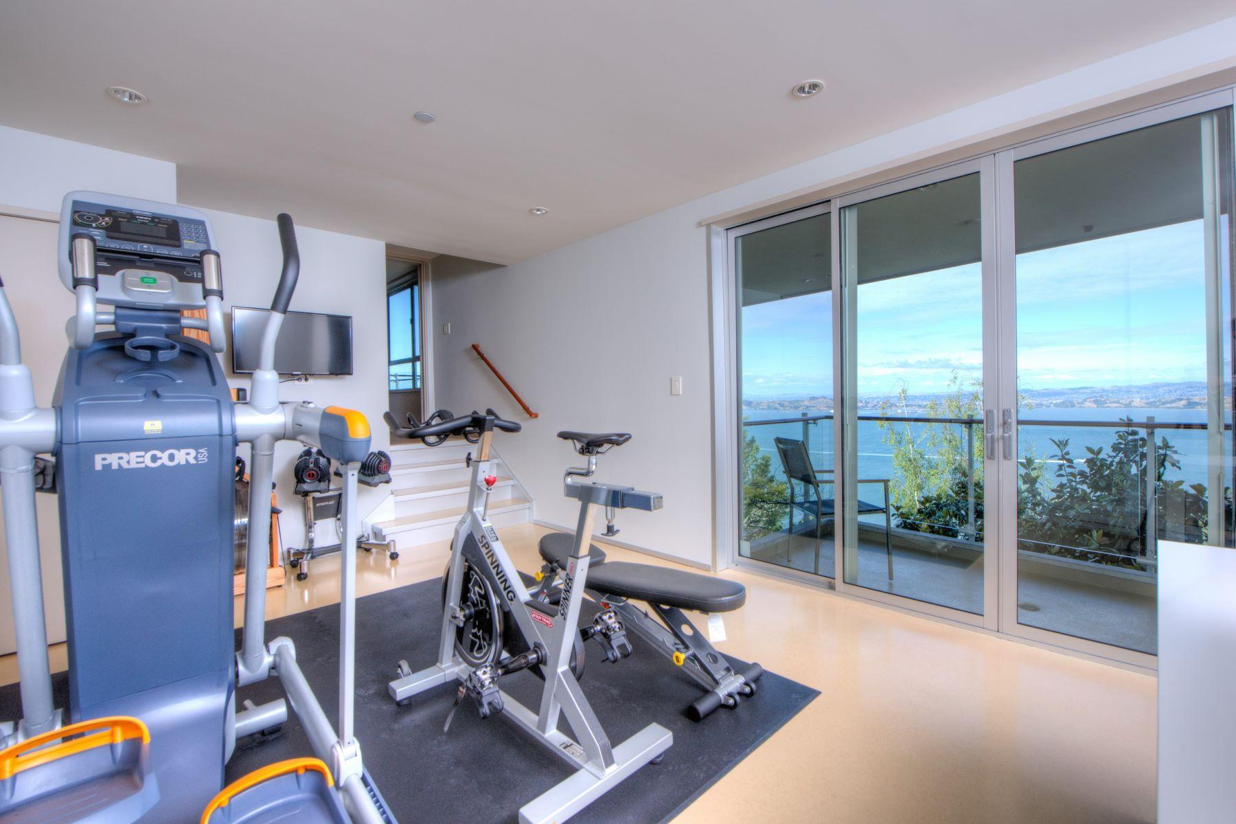 Additional photo for property listing at Above and Beyond 116 Sugarloaf Dr Tiburon, California 94920 Estados Unidos