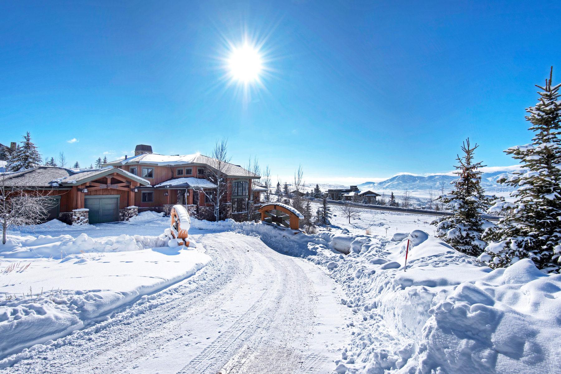 独户住宅 为 销售 在 Charming European Craftsman 8080 N West Hills Trl 帕克城, 犹他州, 84098 美国