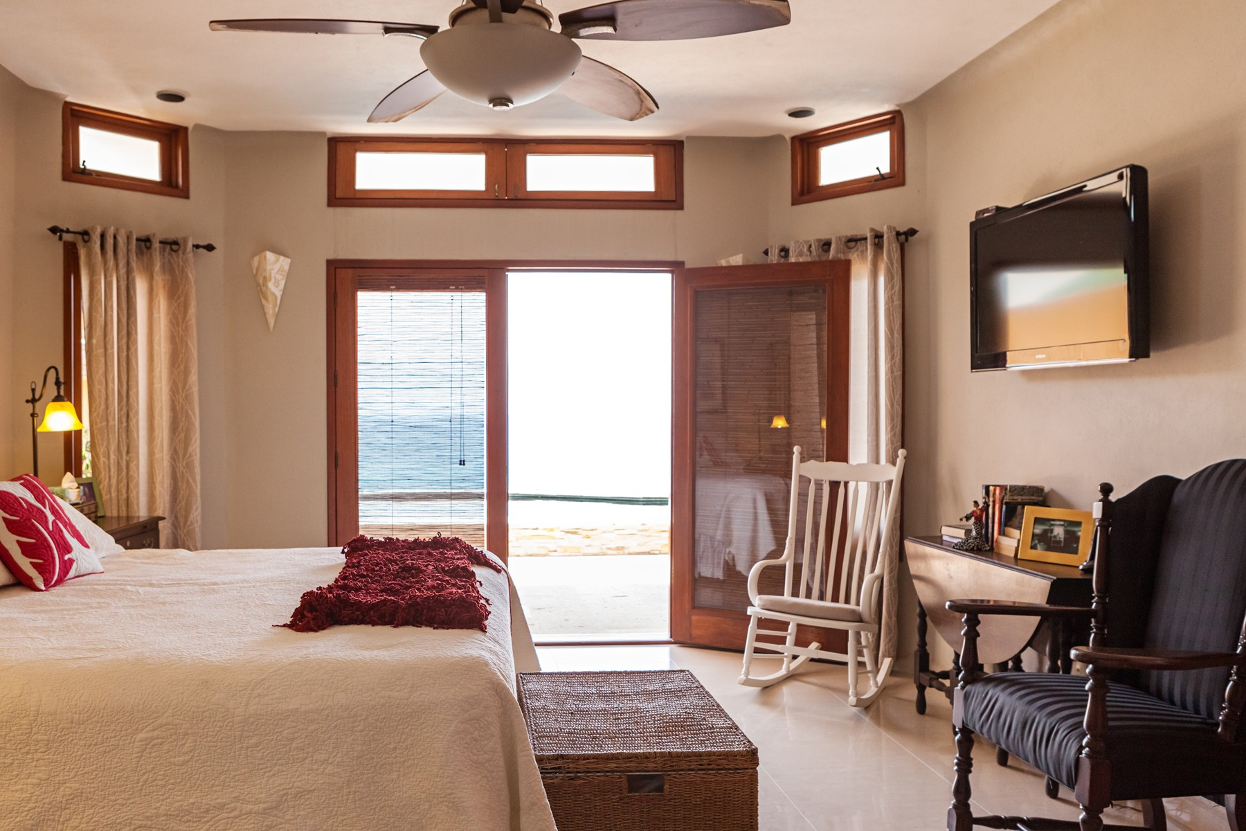 Additional photo for property listing at Casa Tranquila, Manzanillo Calle Almendros 100 Manzanillo, Colima 28860 Mexico