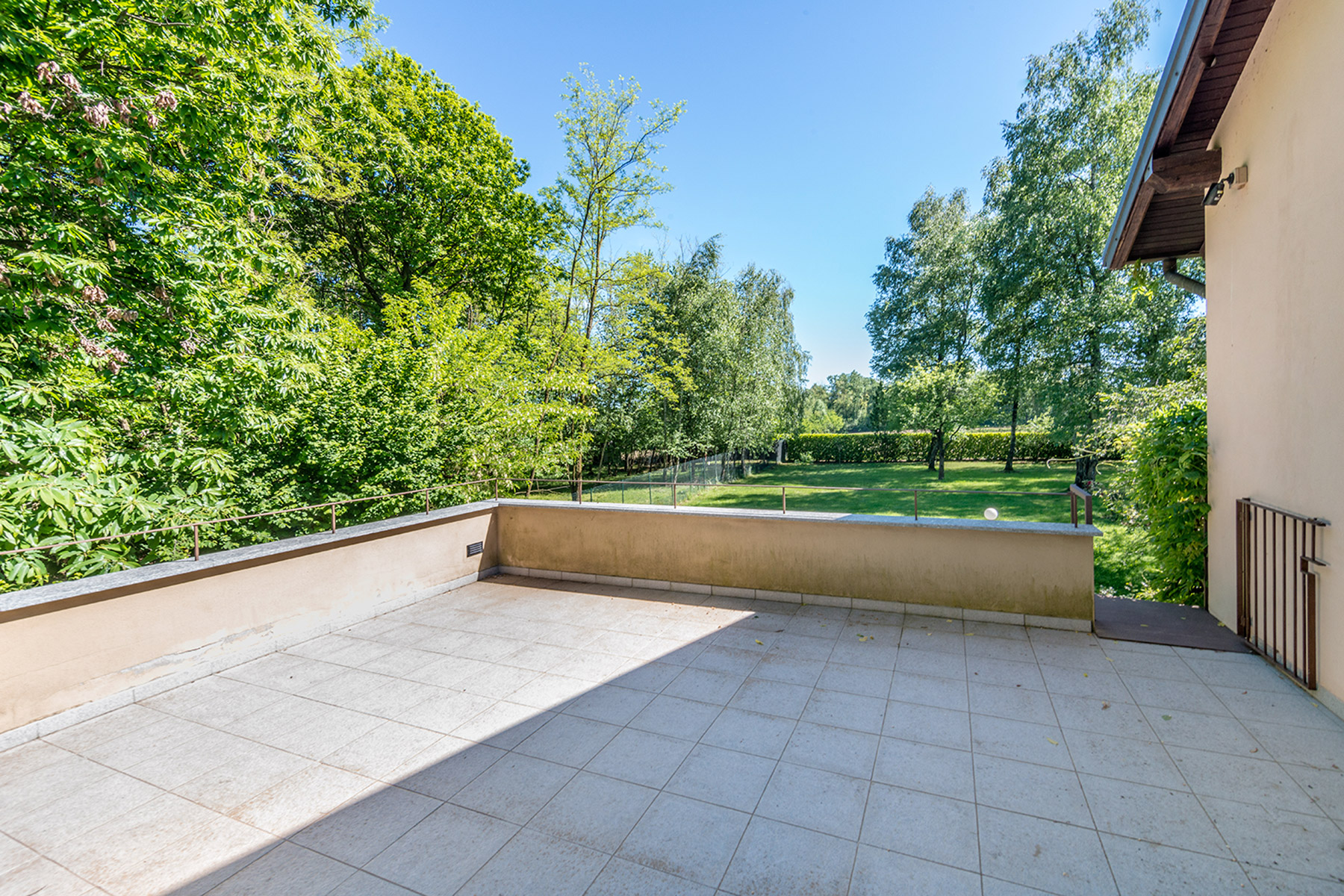 Additional photo for property listing at Modern country house with private garden Agrate Conturbia, Novara Italien