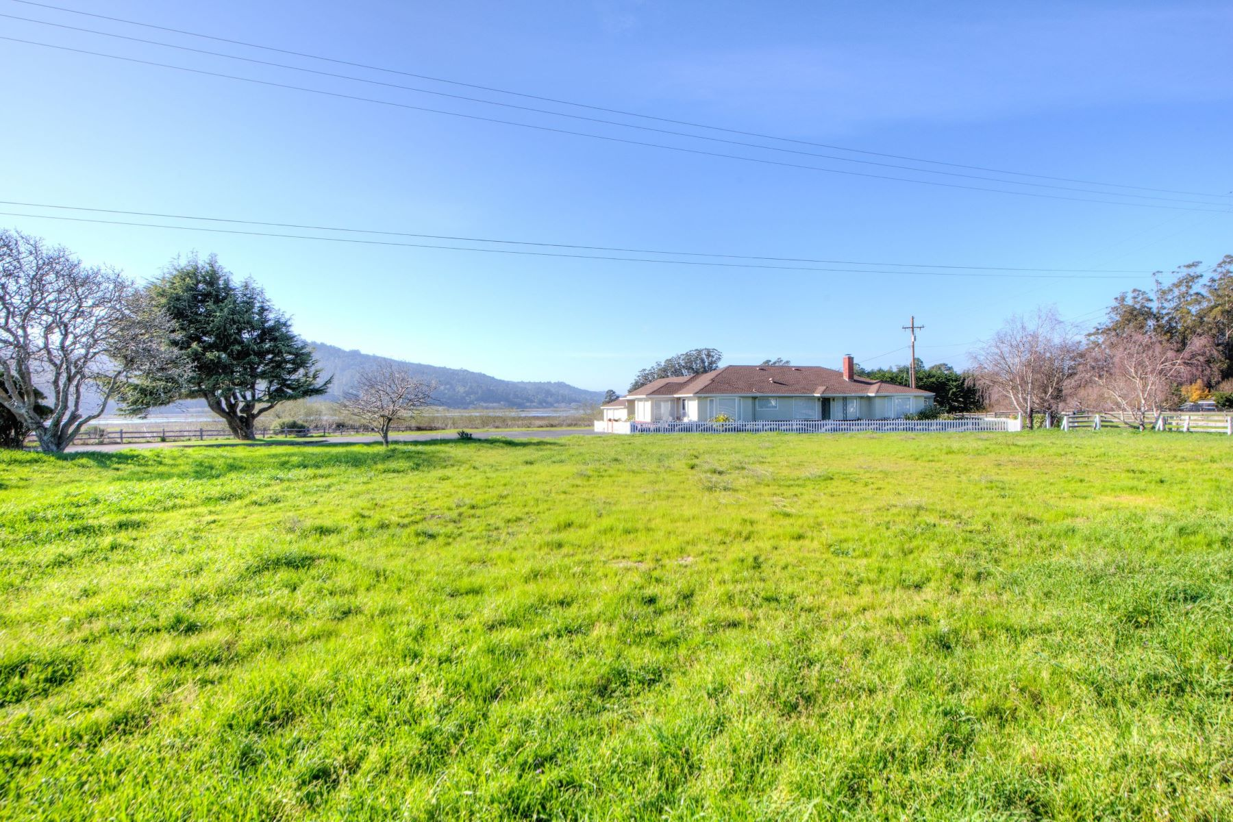 Additional photo for property listing at Iconic West Marin Property 701 C Street Point Reyes Station, Californie 94956 États-Unis