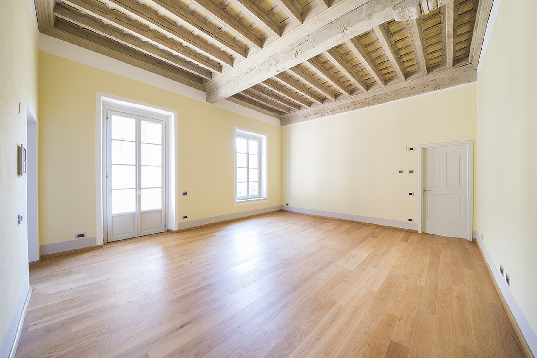 Additional photo for property listing at Newly built apartment in the historic center of Como Via Cinque Giornate Como, Como 22100 Italien