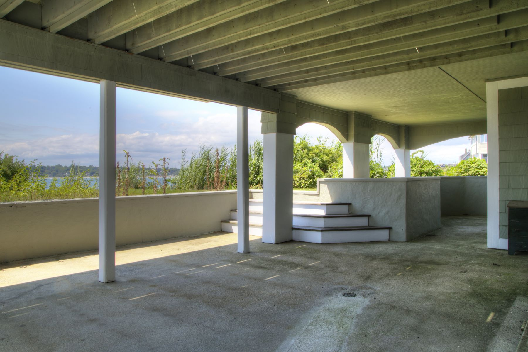 Additional photo for property listing at 'Cliff Cottage' 63 Shore Drive 米德尔敦, 罗得岛 02842 美国