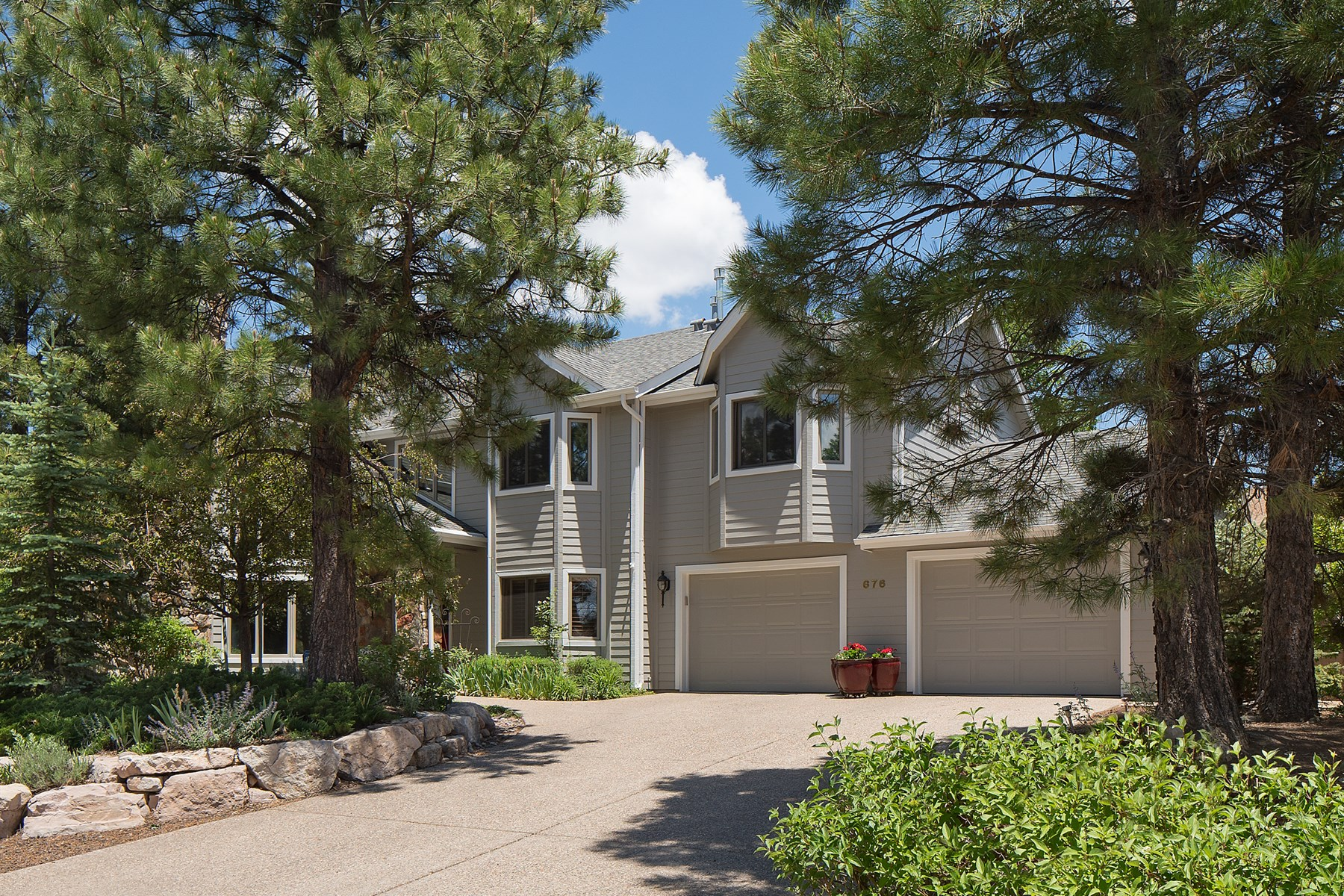 Maison unifamiliale pour l Vente à Amazing Amberwood Home 676 N Fox Hill Rd Flagstaff, Arizona, 86004 États-Unis