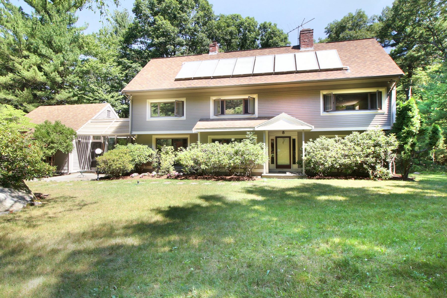 Casa Unifamiliar por un Venta en Contemporary with connection to nature 14 Oak Meadow Rd Lincoln, Massachusetts, 01773 Estados Unidos