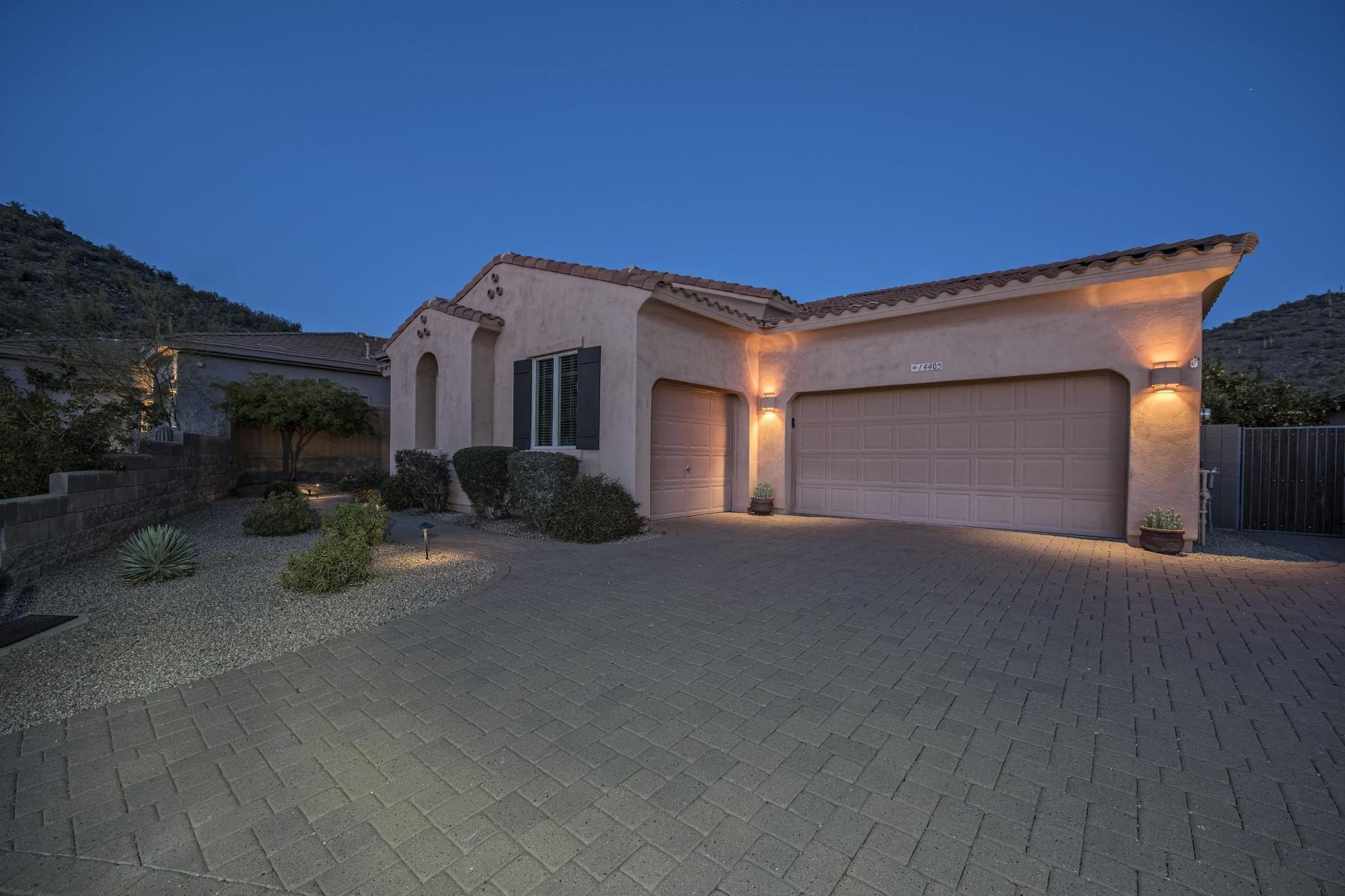 Casa para uma família para Venda às Stunning home with views 14405 E Geronimo Rd Scottsdale, Arizona, 85259 Estados Unidos