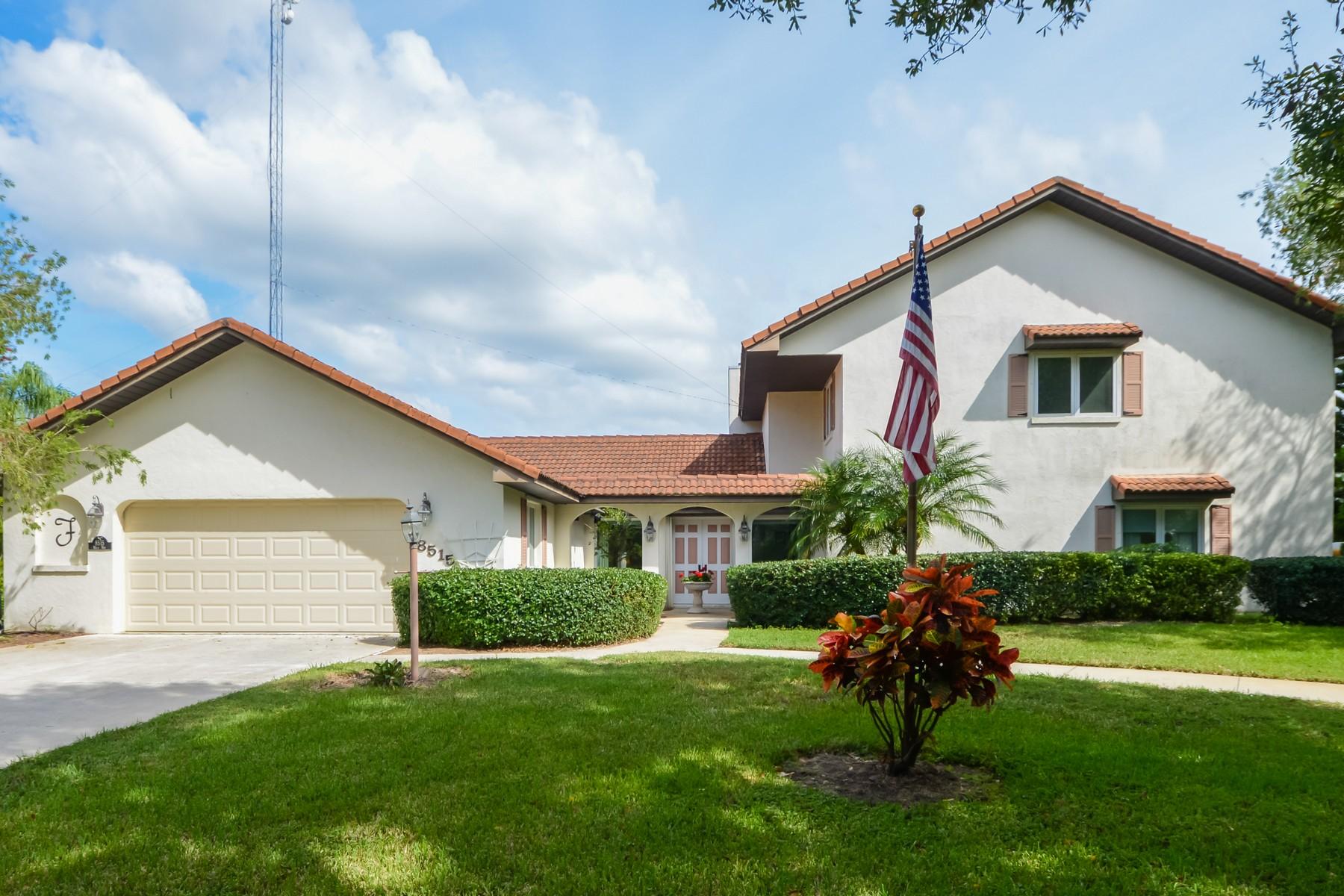 Casa para uma família para Venda às Fly-In Community 8515 Waco Way Vero Beach, Florida, 32968 Estados Unidos
