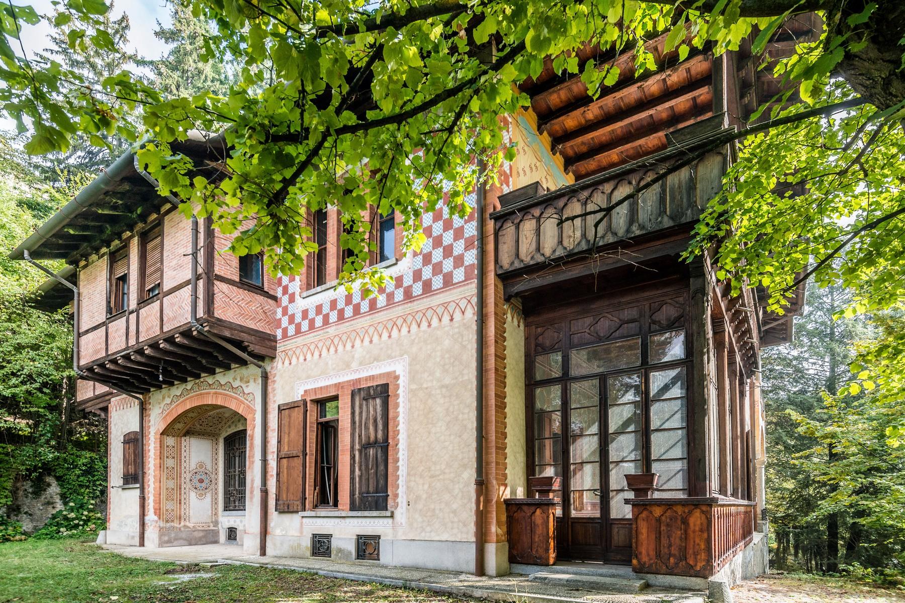 Vivienda unifamiliar por un Venta en Superlative neo-medieval Villa Via Scalini Brunate, Como 22034 Italia