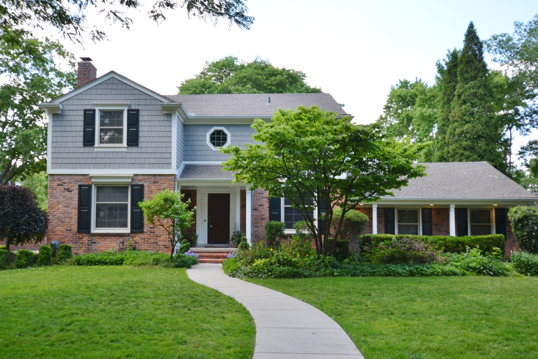 独户住宅 为 销售 在 Birmingham 593 Fairfax 伯明翰, 密歇根州, 48009 美国