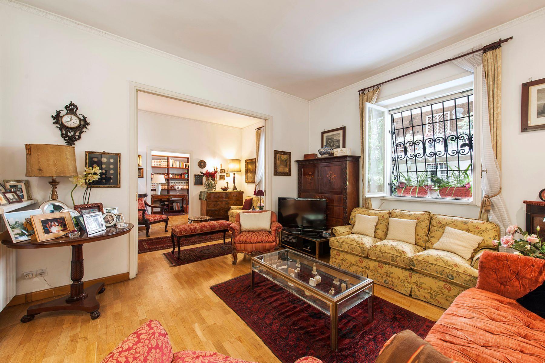 Additional photo for property listing at Beautiful apartment at the Terme di Caracalla Rome, Roma Italia