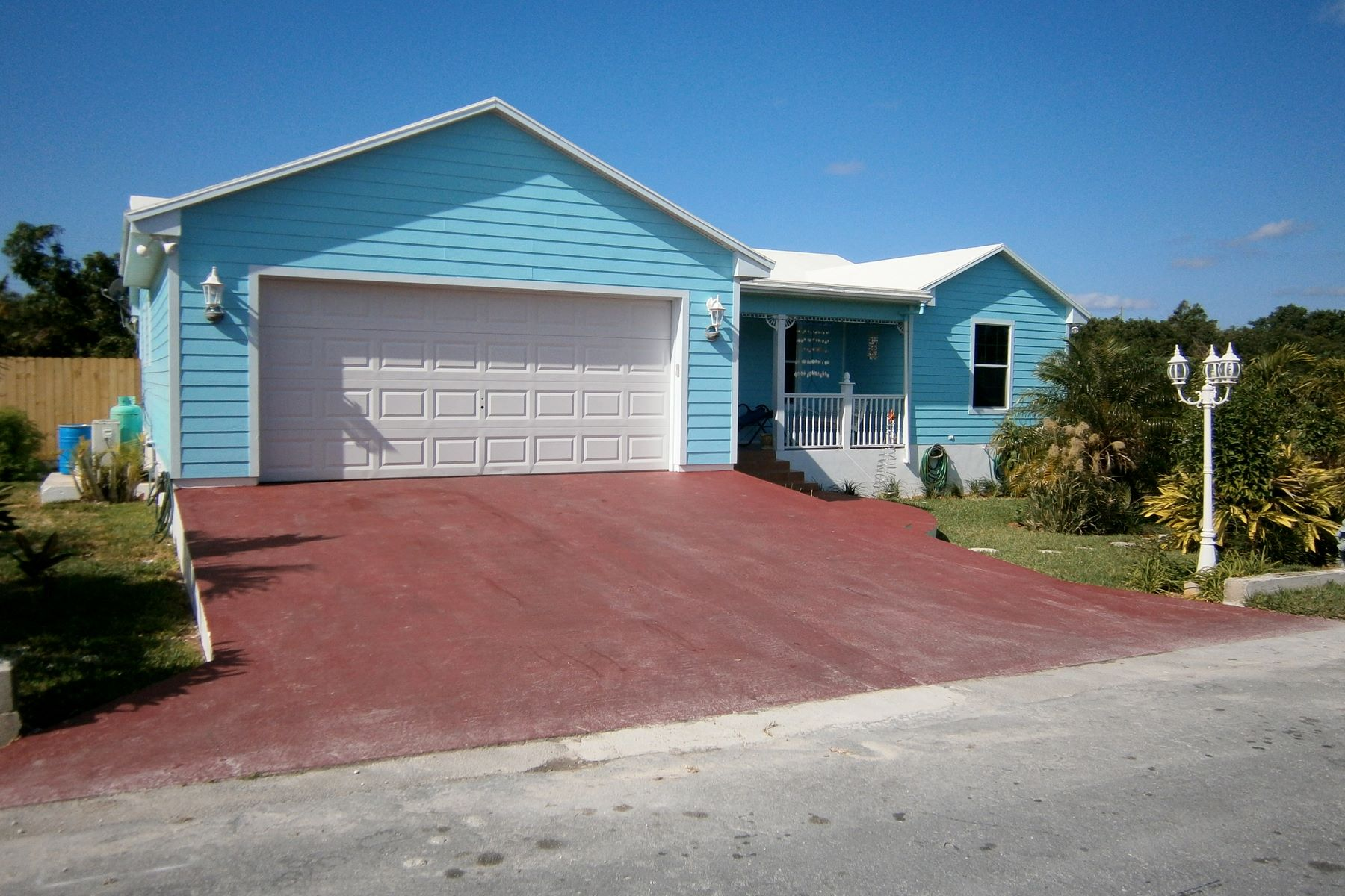 Additional photo for property listing at Blue Dolphin Cottage - Water Access Spanish Wells, Eleuthera Bahamas