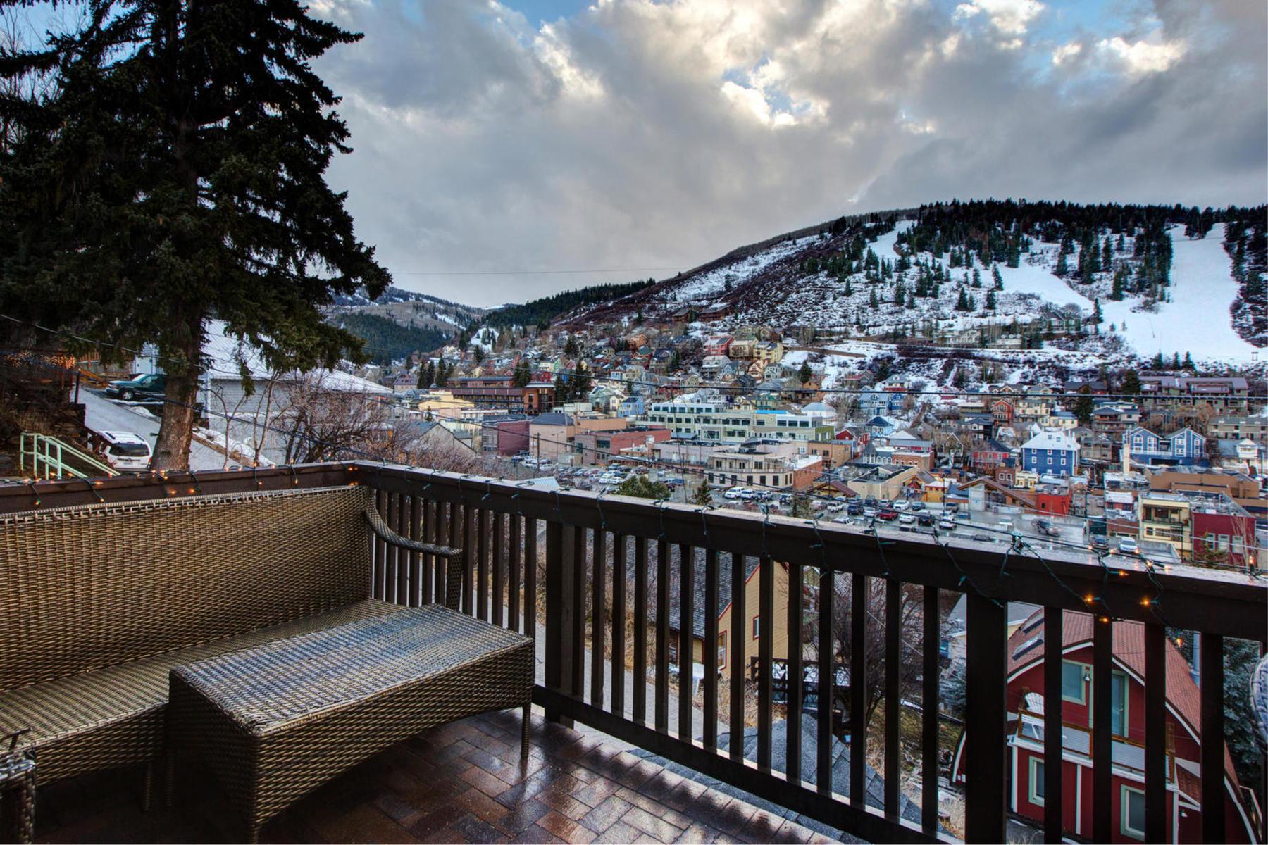 단독 가정 주택 용 매매 에 Beautifully Appointed with Ski Run Views 428 Ontario Ave Park City, 유타, 84060 미국