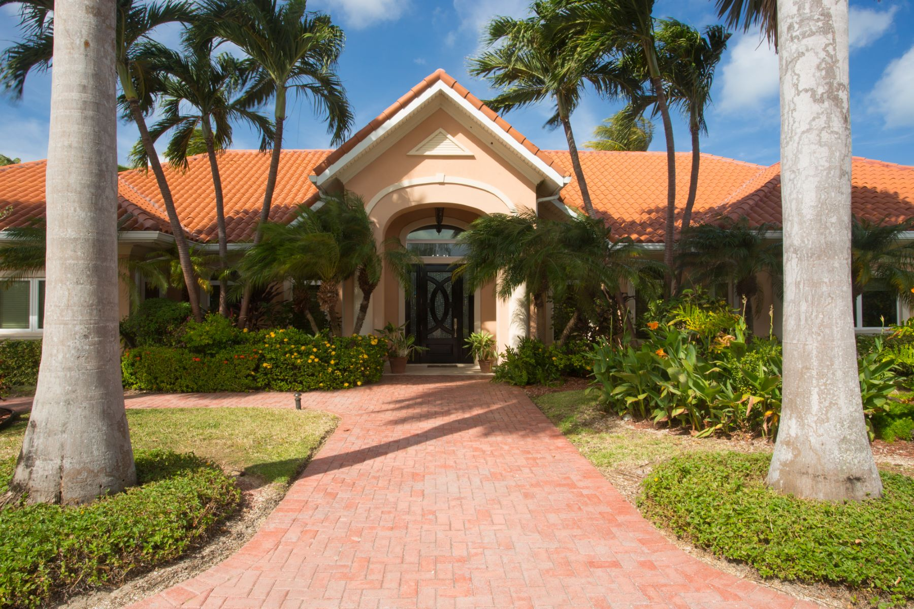 Additional photo for property listing at Contemporary Canal front home West Bay,  Cayman Islands