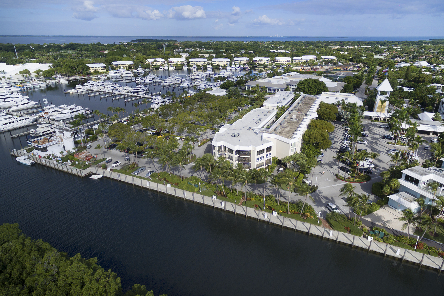 Additional photo for property listing at Unique Opportunity within the Ocean Reef Marina 201 Ocean Reef Drive, CS 6 & 7 Dock Key Largo, フロリダ 33037 アメリカ合衆国