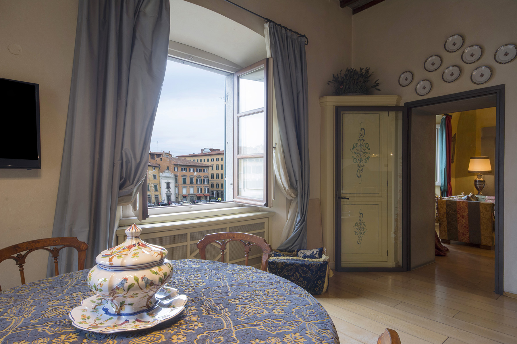 Additional photo for property listing at Marvelous apartment on the Lungarno of Pisa Pisa, Pisa Italy
