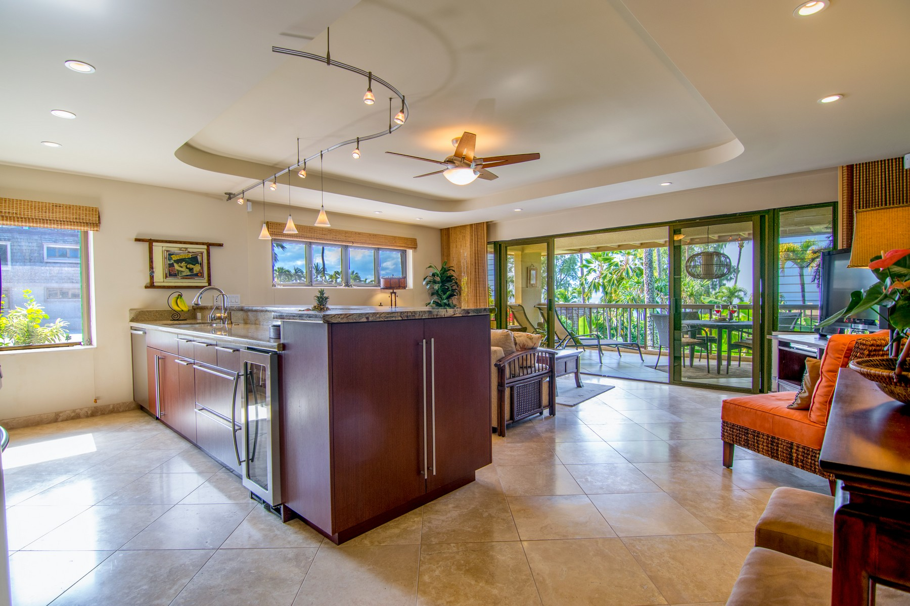 Appartement en copropriété pour l Vente à Residential Resort Living 4007 Lower Honoapiilani Road, Mahinahina Beach 113 Lahaina, Hawaii, 96761 États-Unis