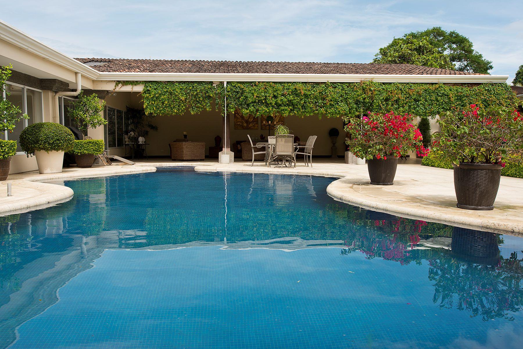 Additional photo for property listing at Casa El Cortijo Santo Domingo, Heredia Costa Rica