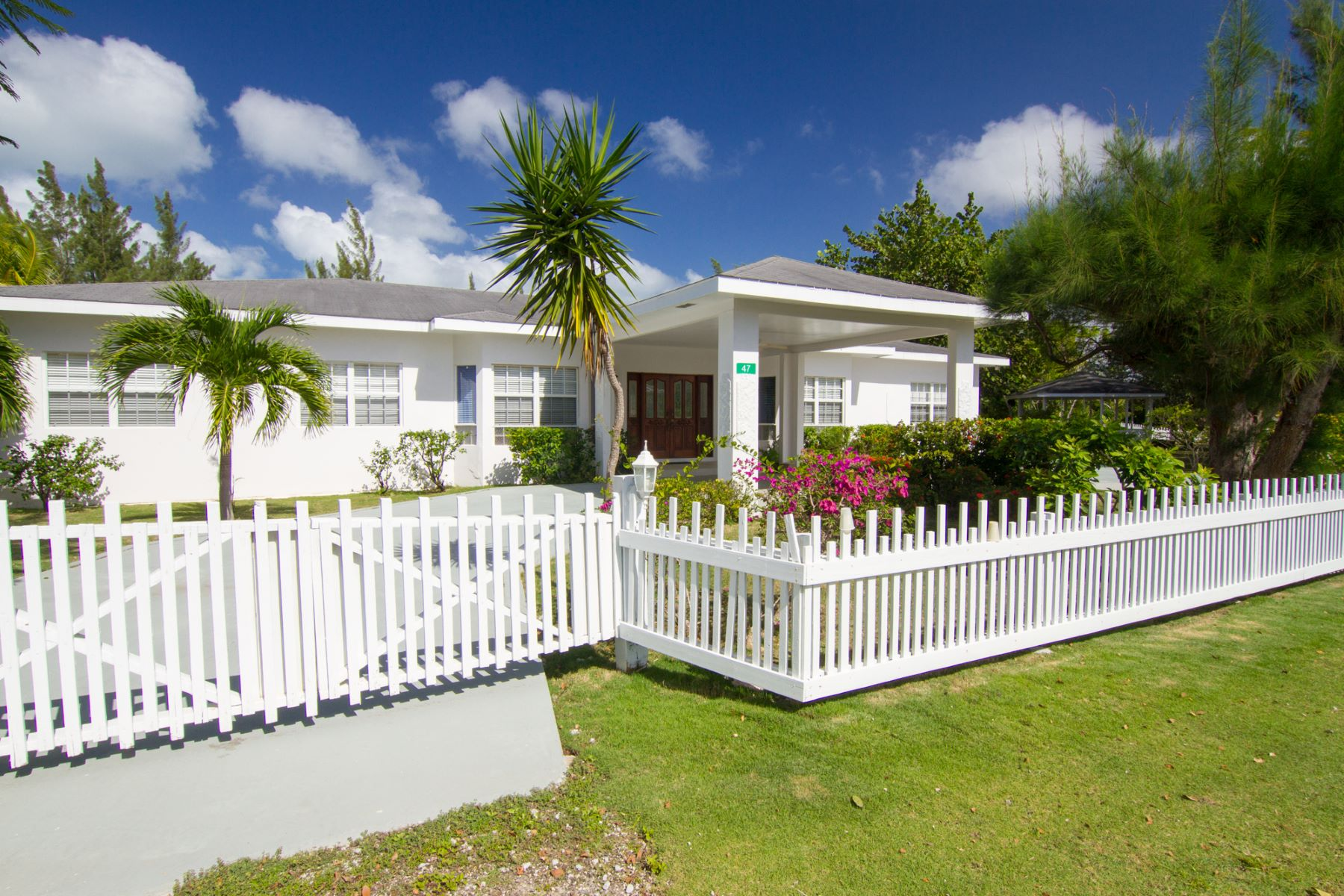 Single Family Home for Rent at Spacious Family home on double lot Satinwood St #47 George Town, KY1 Cayman Islands