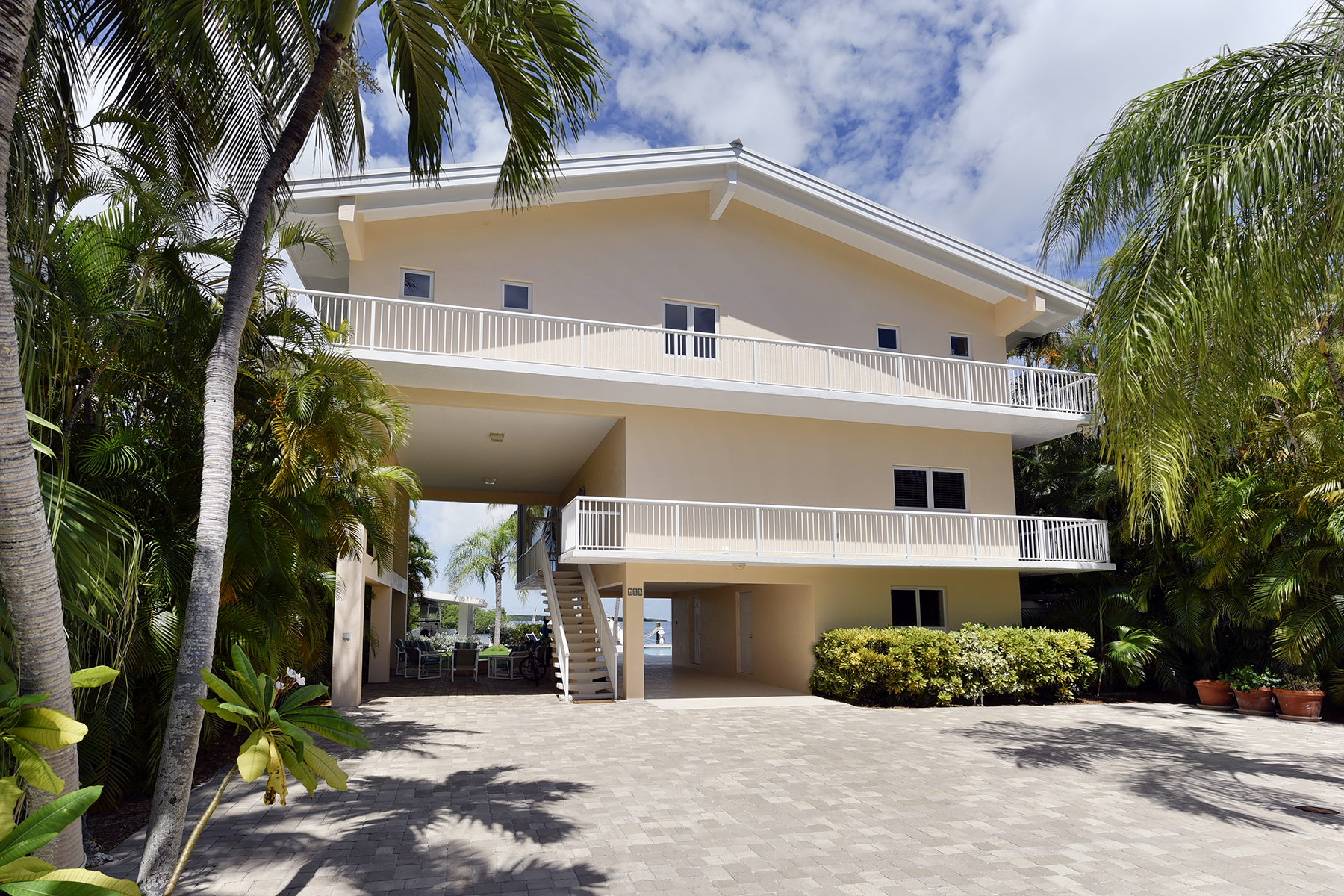 Additional photo for property listing at Fabulous Bayfront Home 400 S Coconut Palm Blvd Islamorada, Florida 33070 Estados Unidos