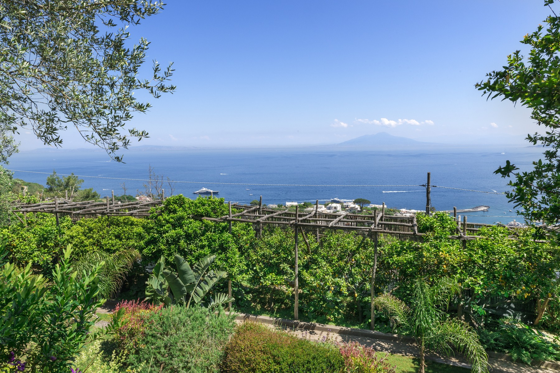 Additional photo for property listing at Spectacular panoramic villa surrounded by greenery Capri, Naples Italy