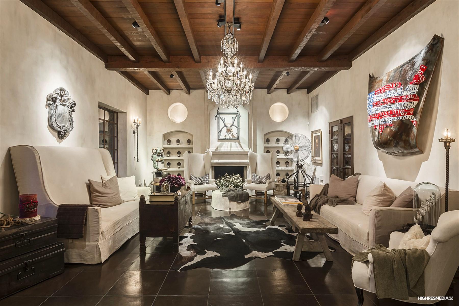 獨棟家庭住宅 為 出售 在 Renovated Romantic European Style Adobe Villa 2100 E Missouri Ave Phoenix, 亞利桑那州, 85016 美國