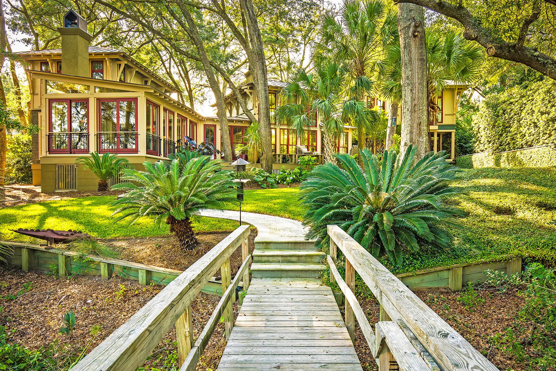 Maison unifamiliale pour l Vente à Captivating Waterfront Estate Close to Downtown 672 Ellis Oak Drive Charleston, Caroline Du Sud, 29412 États-Unis