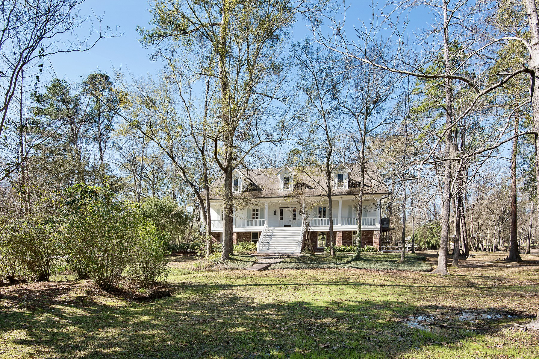 Nhà ở một gia đình vì Bán tại 108 Blackburn Place Covington, Louisiana, 70433 Hoa Kỳ