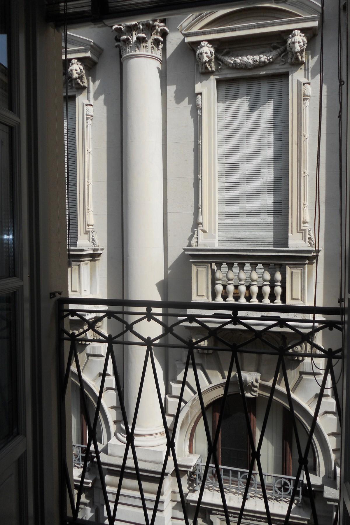 Additional photo for property listing at Prestigious apartment in via Vittorio Emanuele in Como  Como, Como 22100 Italy