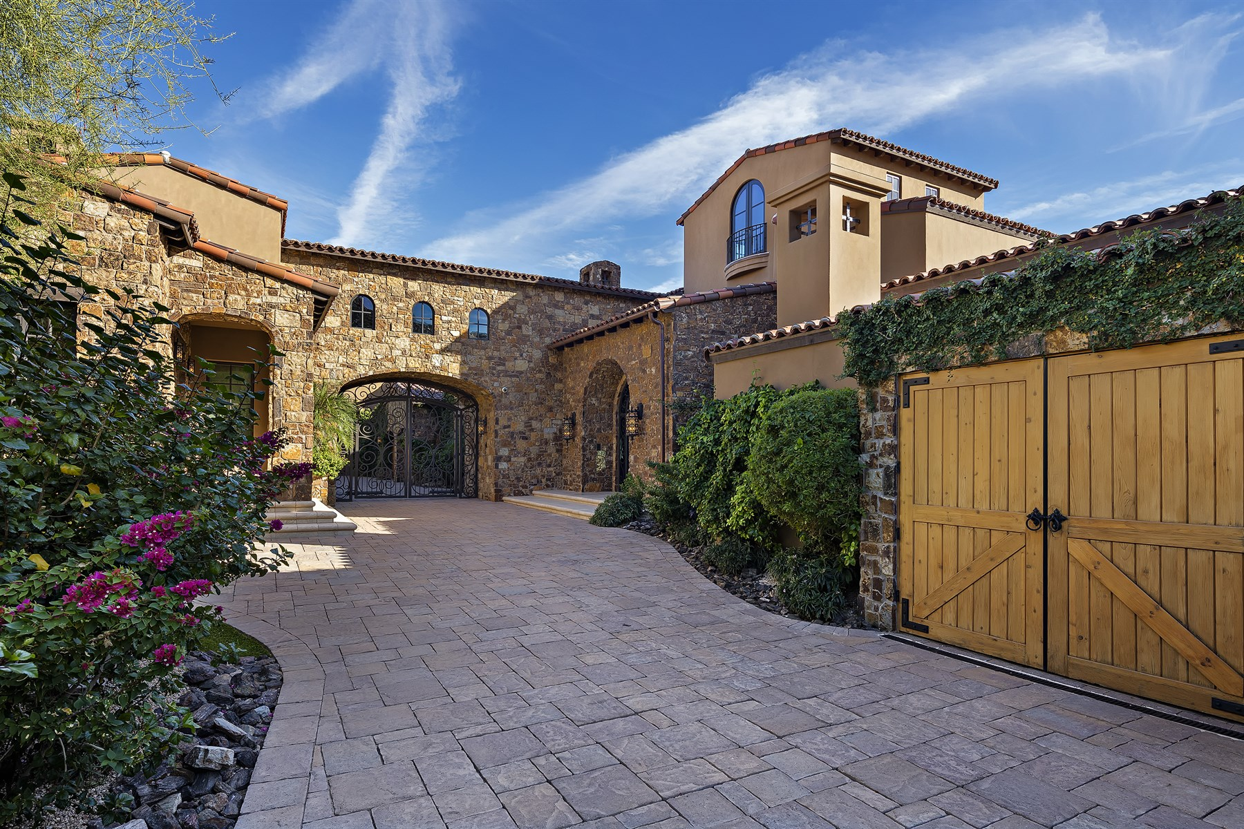 Casa para uma família para Venda às Exquisite European Manor in The Exclusive Upper Canyon at Silverleaf 20913 N 104th Street #1488 Scottsdale, Arizona, 85255 Estados Unidos