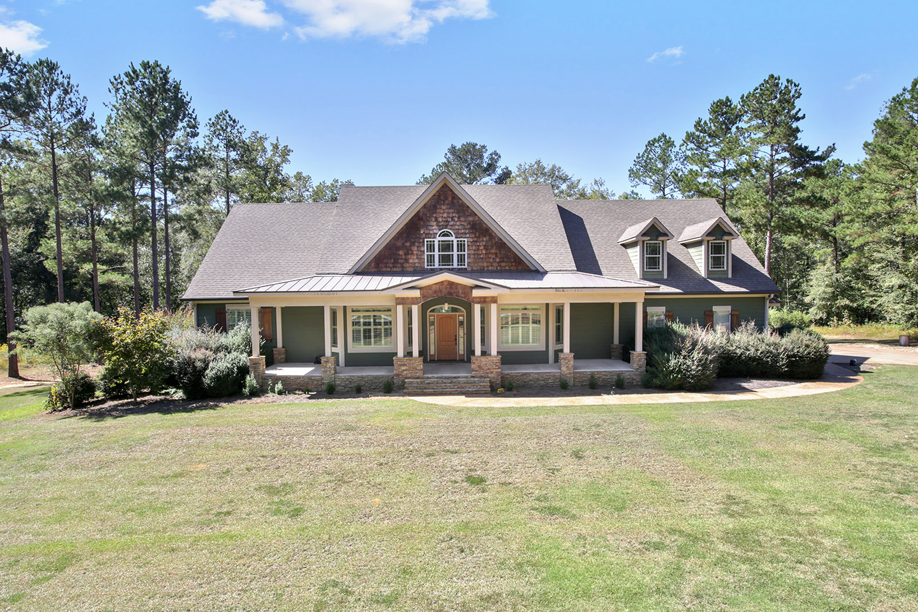 Single Family Home for Active at Find your perfect retreat in spacious custom home on Flint River! 125 Indian Trail Concord, Georgia 30206 United States