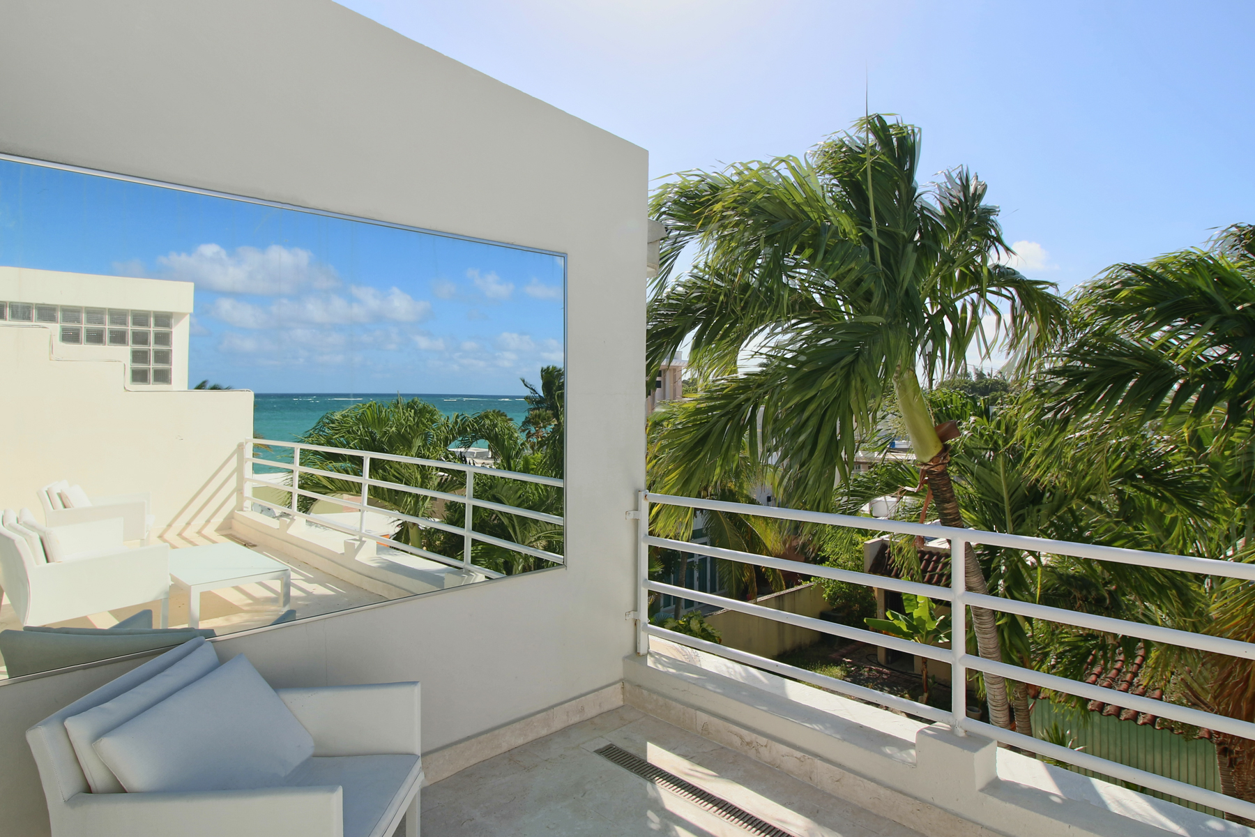 Additional photo for property listing at Gut Renovated Off Water Townhouse, Punta Las Marias 8E Calle Inga Chalets De Mar San Juan, Puerto Rico 00913 푸에르토리코