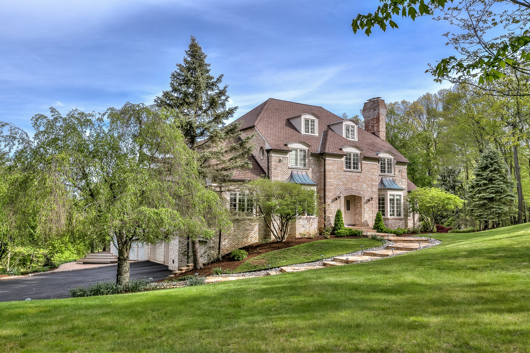 Single Family Home for Sale at Elegant Colonial 87 Skyline Drive Bernardsville, New Jersey 07924 United States