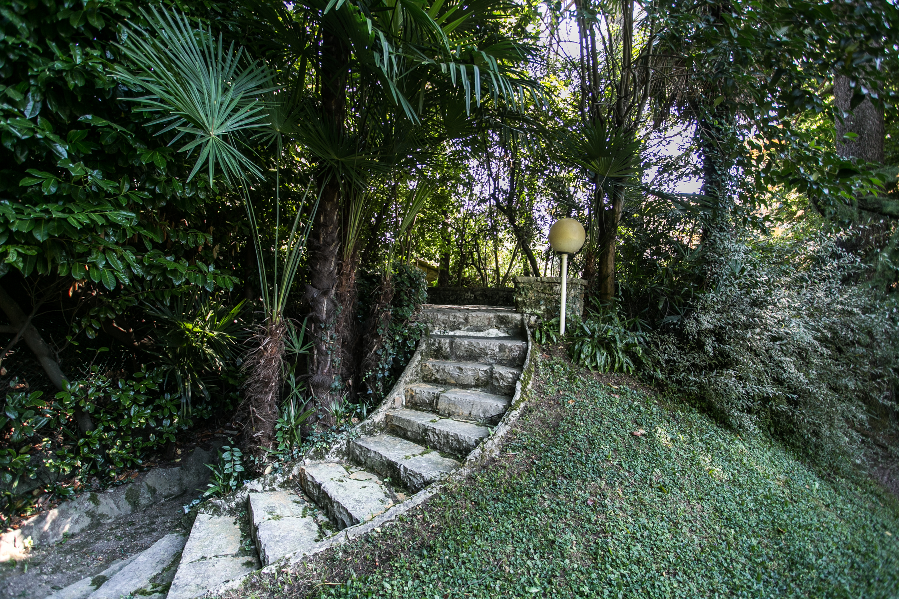 Additional photo for property listing at Splendid villa of the first years of '900 Via Ducale Lierna, Lecco 23827 Italie