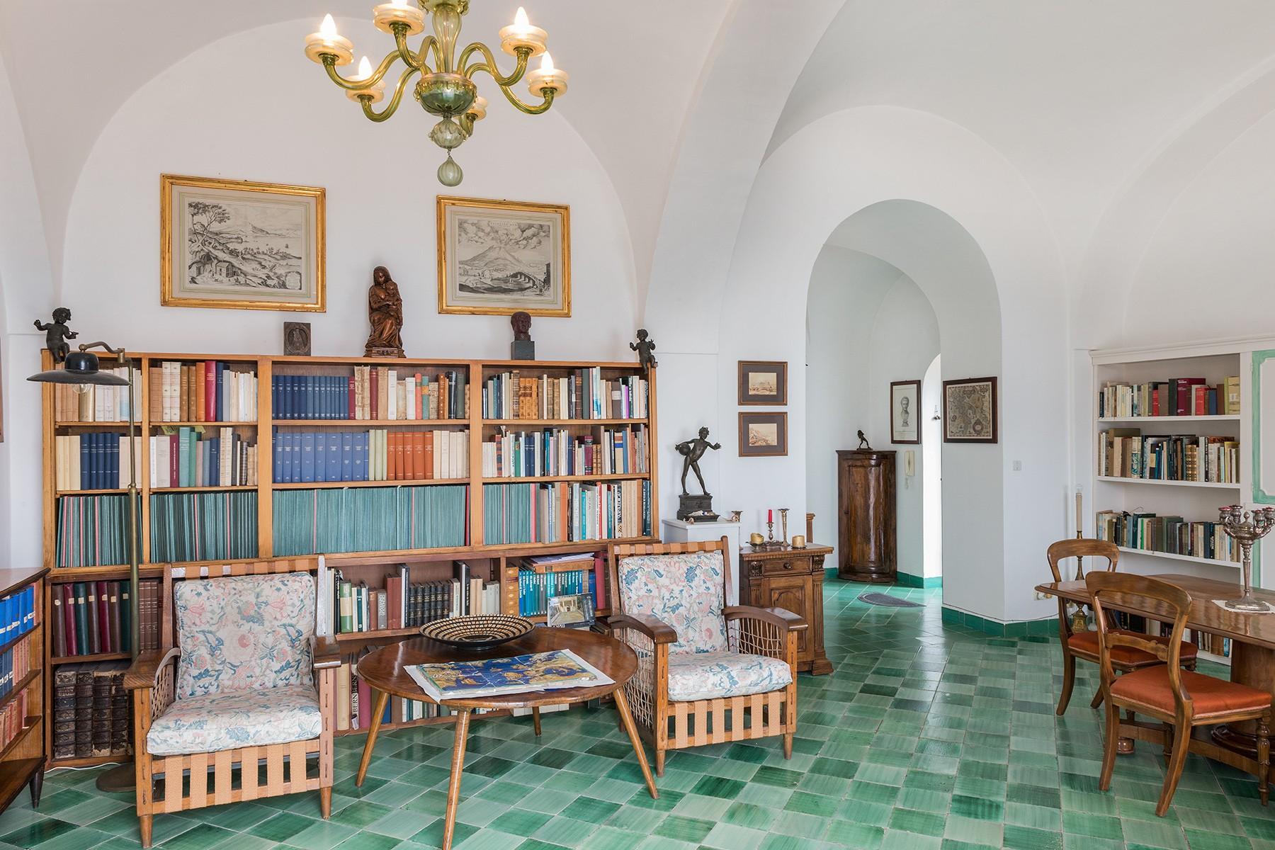 Additional photo for property listing at A magnificent villa on panoramic Via Belvedere Cesina, Capri Capri, Naples Italien