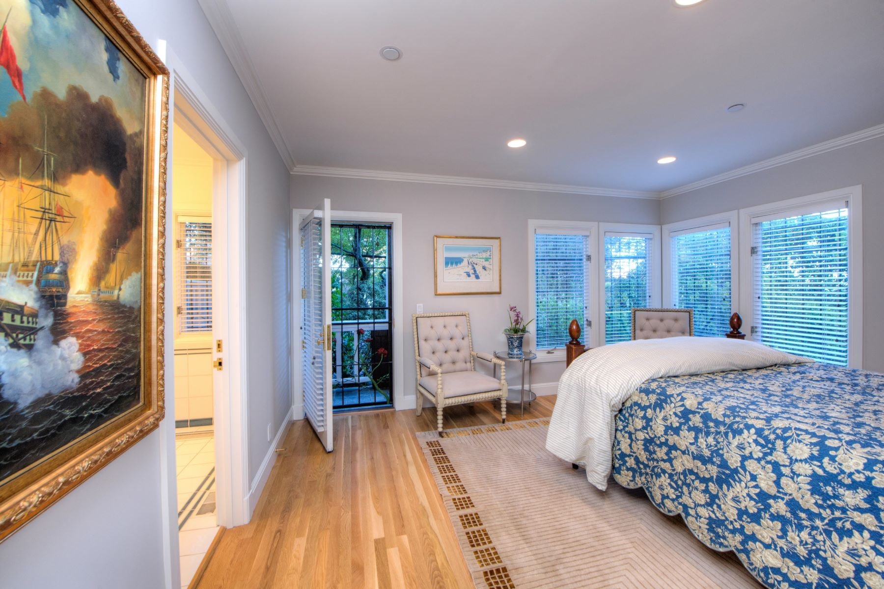Additional photo for property listing at Stunning with San Francisco Skyline Views 109 Bulkley Avenue Sausalito, Kalifornien 94965 Vereinigte Staaten