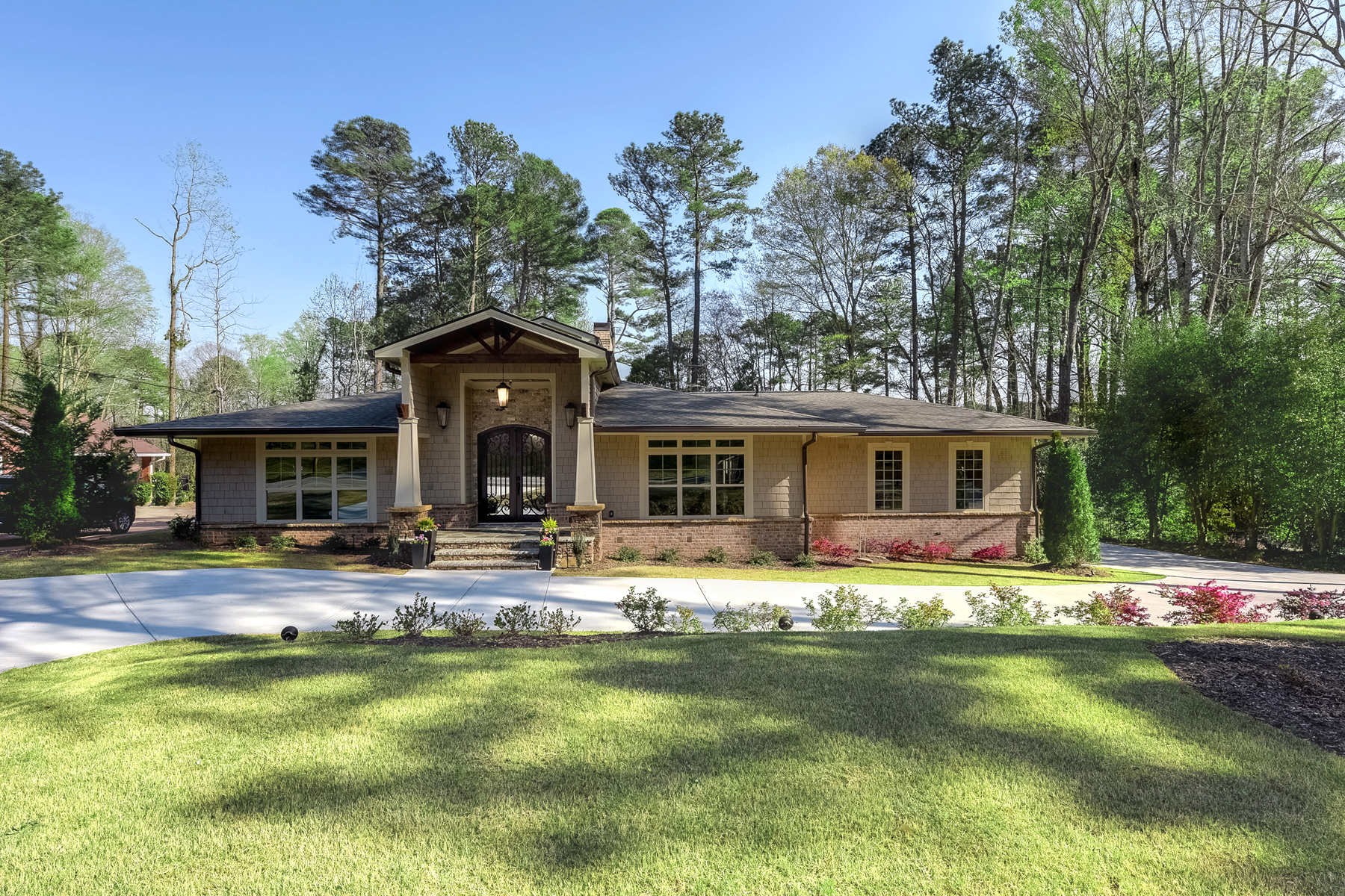 Villa per Vendita alle ore Beautiful Sandy Springs Home 595 Spalding Drive Sandy Springs, Georgia, 30328 Stati Uniti